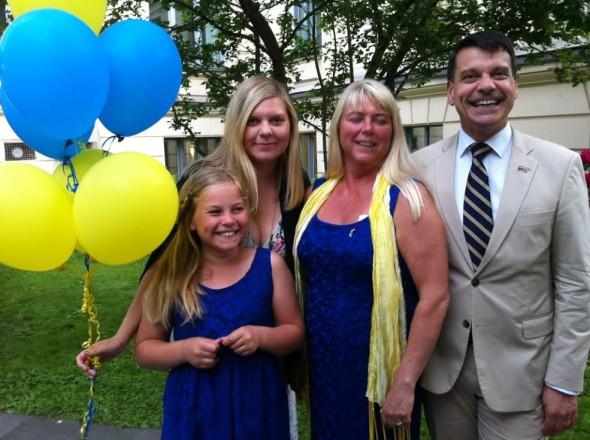 Ambassadören Henrik Landerholm med familj
